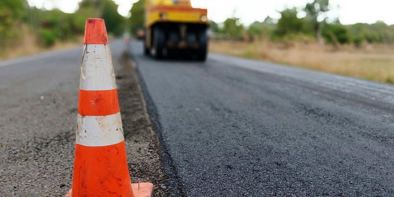 Deze afbeelding heeft een leeg alt-attribuut; de bestandsnaam is asfalt.jpg